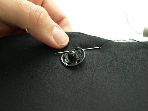 Hướng dẫn đính nút và cbi quần áo