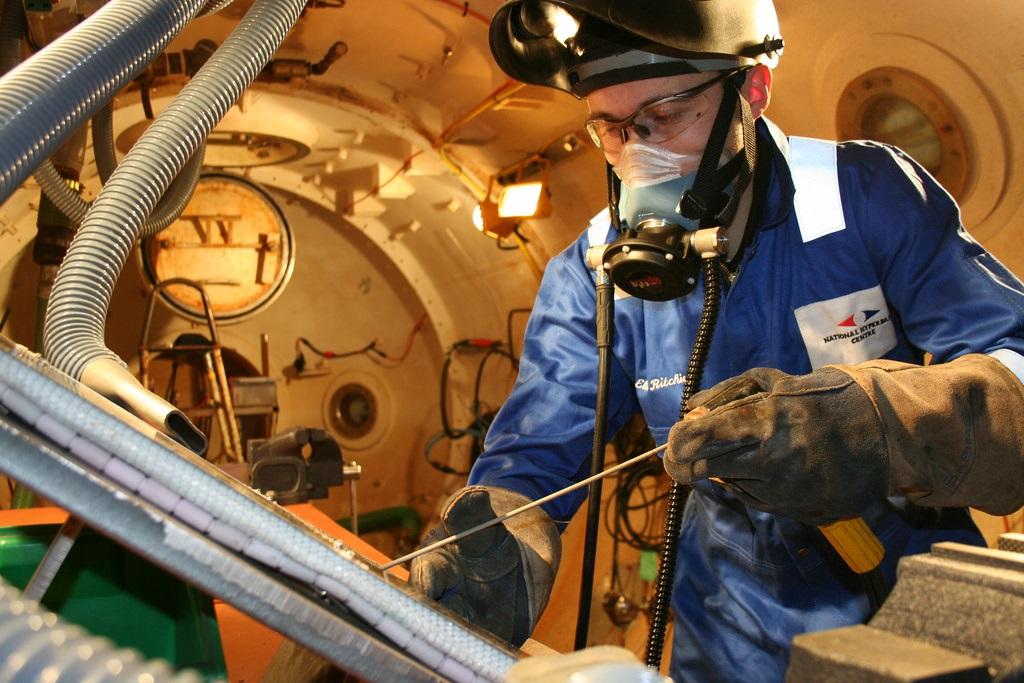 Phương pháp hàn khô (Dry or hyperbaric welding)