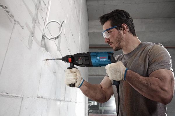 Cách sử dụng máy khoan khoan tường