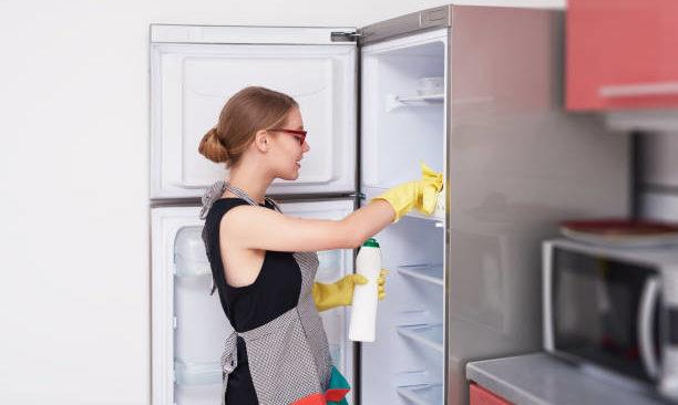 Bí quyết vệ sinh tủ lạnh sạch sẽ và khử mùi tạo hương thơm
