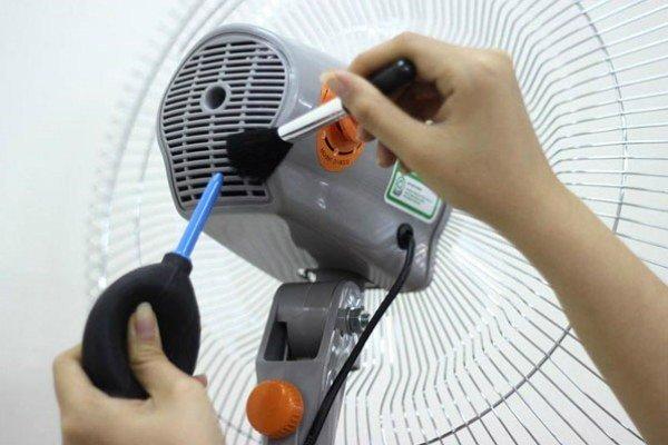 Vệ sinh và bảo dưỡng quạt điện