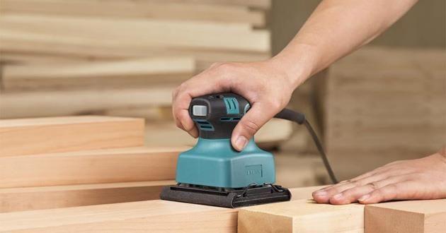 Cách gắn giấy nhám vào máy chà nhám gỗ