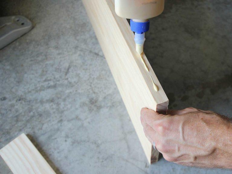 Cách đóng kệ gỗ nhà bếp treo tường trang trí