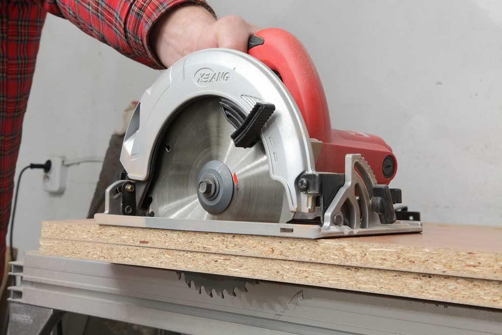 Máy cưa gỗ điện cầm tay