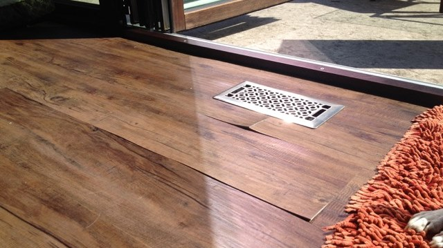 Nguyên nhân và cách khắc phục sàn gỗ bị xuất hiện khe hở