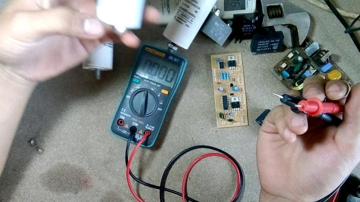 Cách kiểm tra tụ điện bằng đồng hồ số