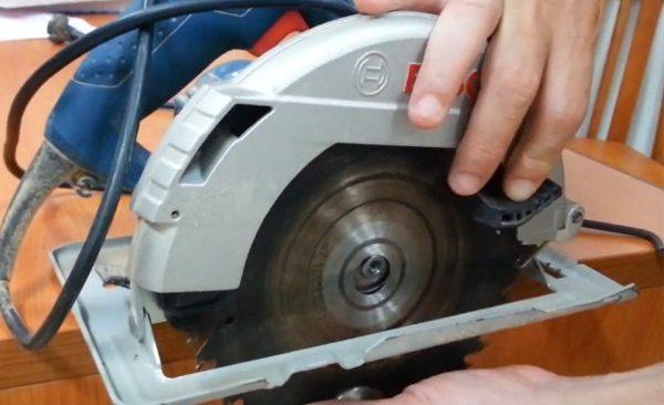 Kỹ thuật tháo lắp đĩa cưa máy cắt gạch đá bê tông