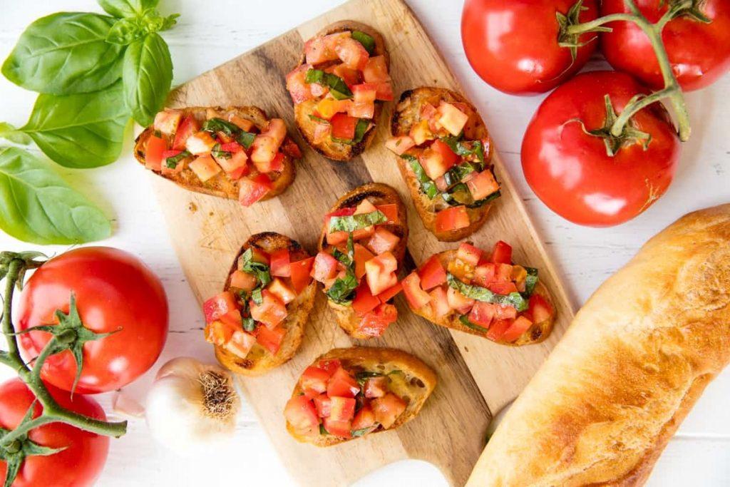 Cà chua là loại quả được sử dụng phổ biến thích hợp dùng trong tất cả các loại món ăn tạo sức hấp dẫn.