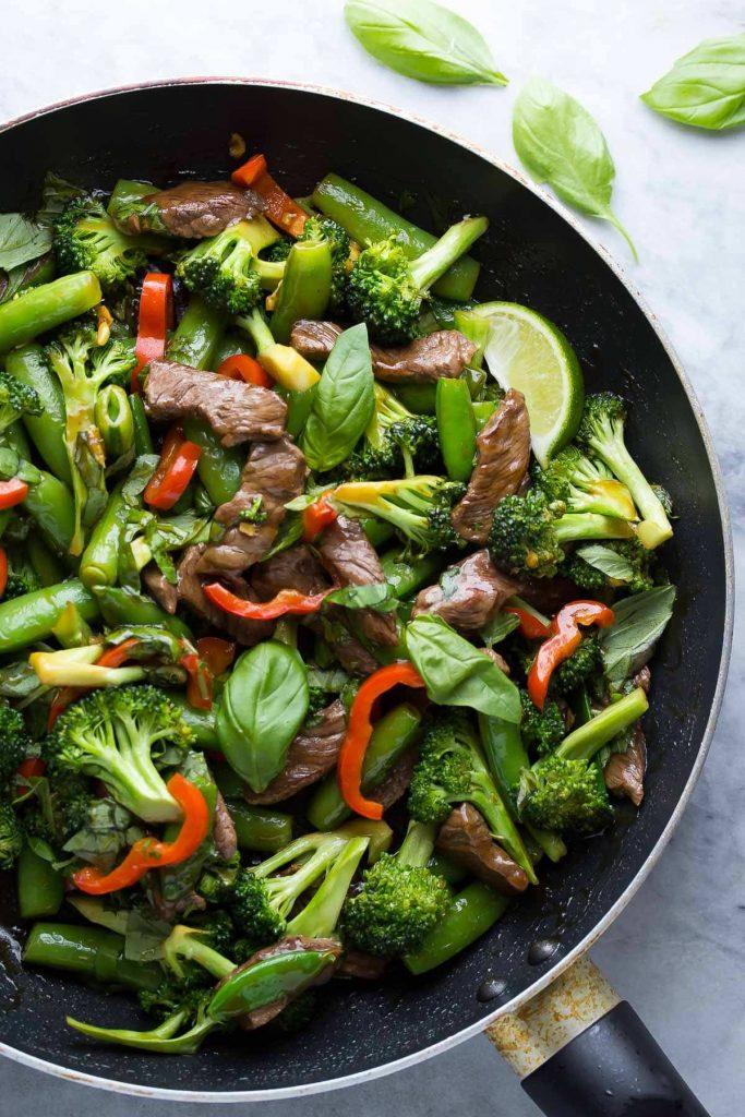 Vị không the nhưng rất dậy hương và thường được dùng ăn sống hoặc gia vào làm gia vị cho các món mì Ý (pasta), salad, thịt nướng, pizza...